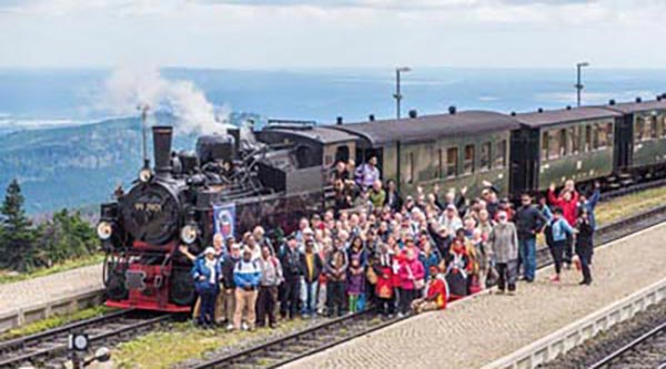 Our thanks to Harz narrow-gauge railway: The middle track was blocked for the group photo.The Harz narrow-gauge railways from Wernigerode to Brocken, the highest elevation in northern Germany